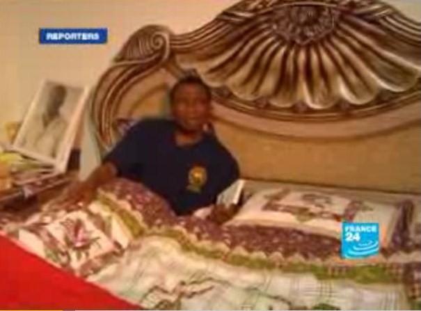 Blessé à la clavicule droite : Dadis Camara est dans un état très sérieux dans Actualité calb1708au_lit_dadis_jpg